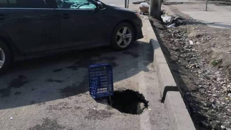 Возле светофора на Токомбаева-Нуркамал провалился асфальт. Видео, фото