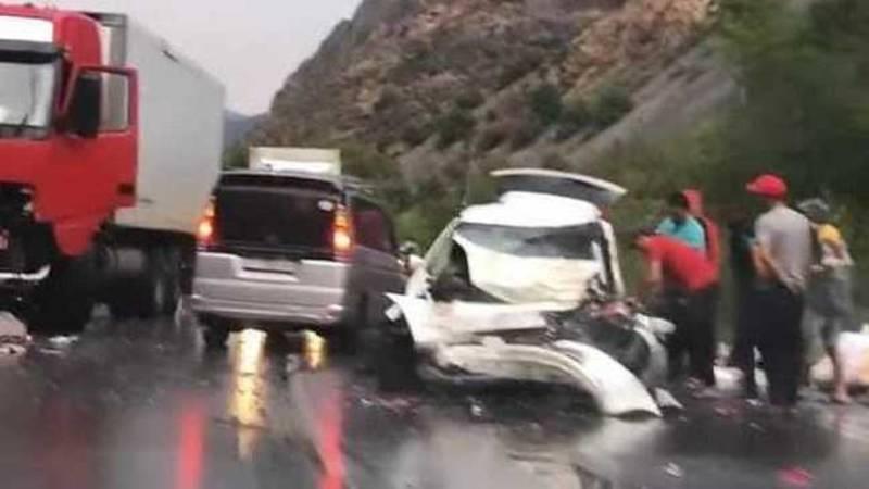 ДТП на трассе Ош—Бишкек, погибли водитель и пассажир. Фото очевидца