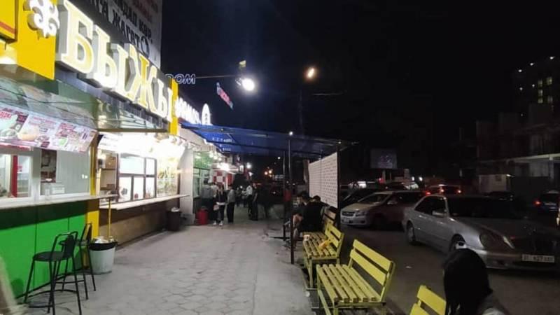 Законно ли установлен навес над тротуаром по Чуй-Суюмбаева? - горожанин