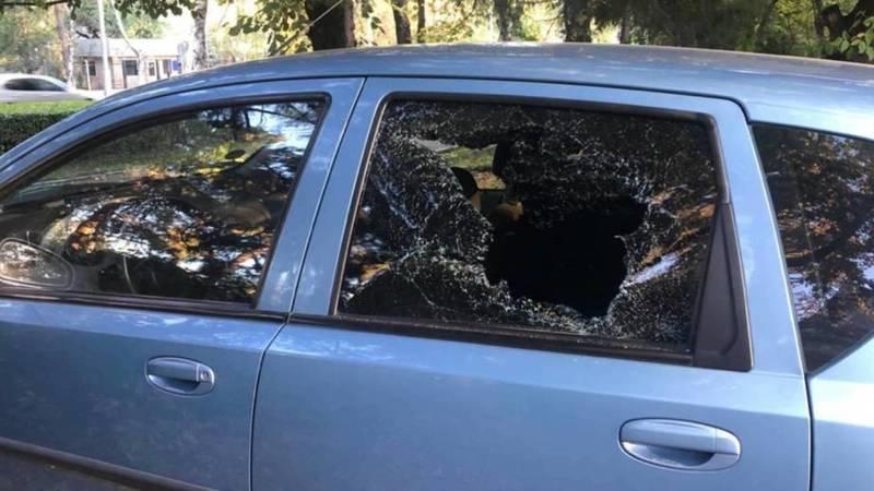 В южных микрорайонах Бишкека орудует вор, вскрывающий машины, - горожанка