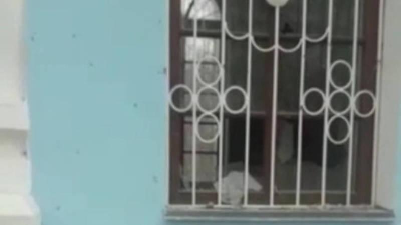 В Сузакском районе неизвестные разгромили часовню на кладбище. Видео