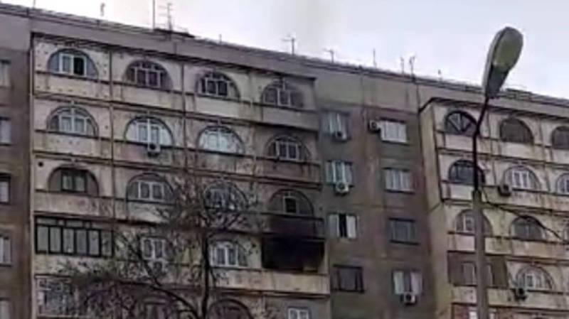 В мкр Юг-2 горит квартира, - очевидец
