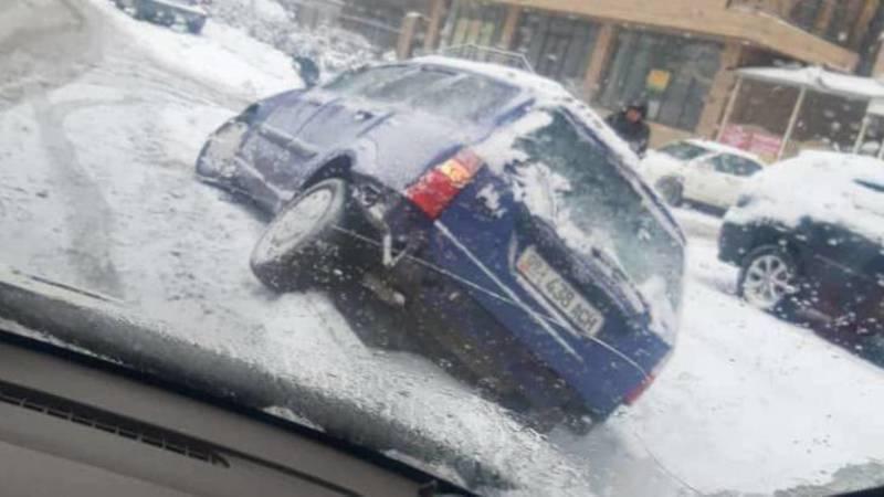 «Форд Фокус» не справился с управлением и съехал в кювет