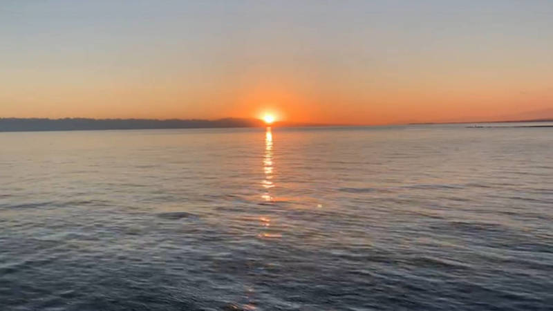 Невероятно красивый закат на Иссык-Куле. Видео