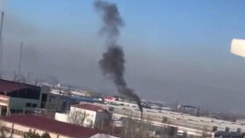Из трубы здания на Горького выходит черный дым. Видео горожанина