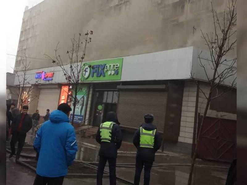 В здании «1000 мелочей» произошел пожар. Фото, видео