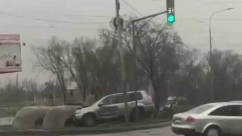 На ул.7 апреля Nissan X-Trail слетел с дороги. Видео