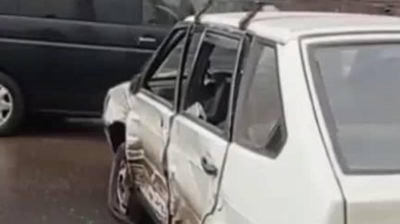 ДТП на Объездной. Одна из машин слетела с дороги и врезалась в сарай. Видео