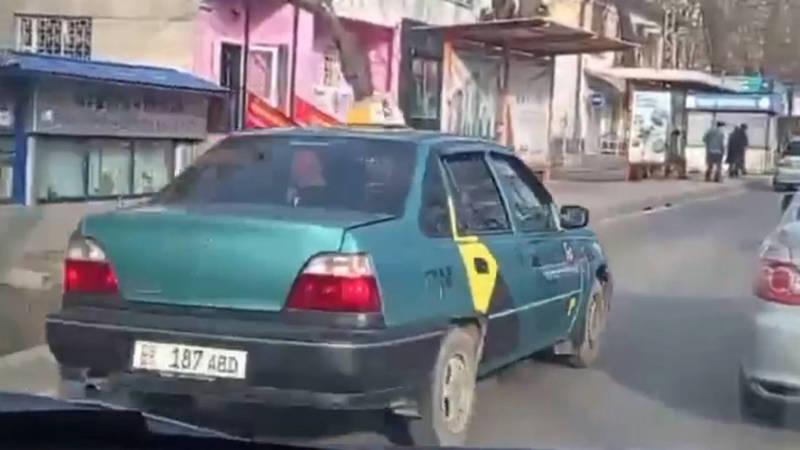Такси «Яндекс Go» едет по встречке на Московской. Видео