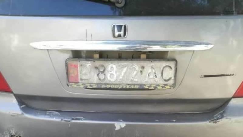 В Бишкеке замечена «Хонда» с нечитаемым госномером. Фото