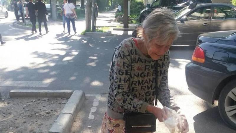 «Кто, если не я?»: В Бишкеке пенсионерка каждый день покупает зерно и кормит голубей. Фото