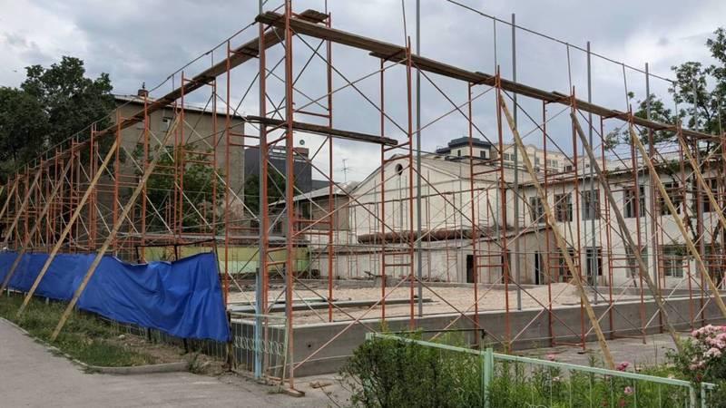 Что строят возле лицея №3 по Раззакова? Фото горожанина Алексея