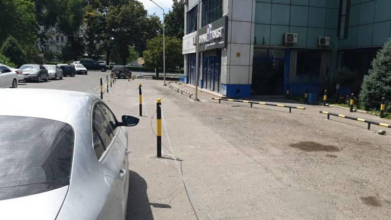 Законно ли возле «Дордой Плазы» установлены ограничители парковки? - горожанин