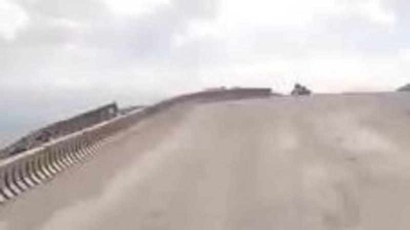 На перевале Тоо-Ашуу дорогу не ремонтировали. Видео водителя