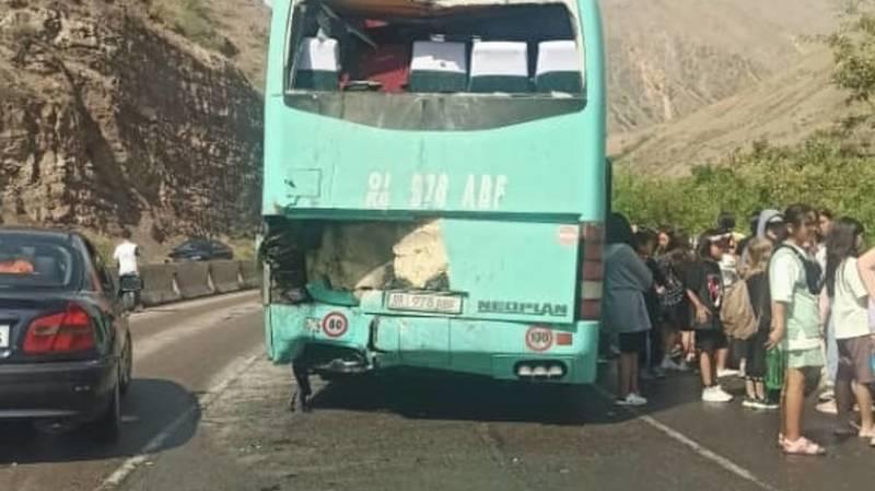 В Бооме в ДТП попали автобусы с детьми: Есть пострадавшие. Фото, видео