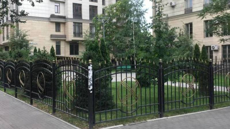 Огороженный земельный участок на Раззакова должен быть возвращен муниципалитету, - мэрия