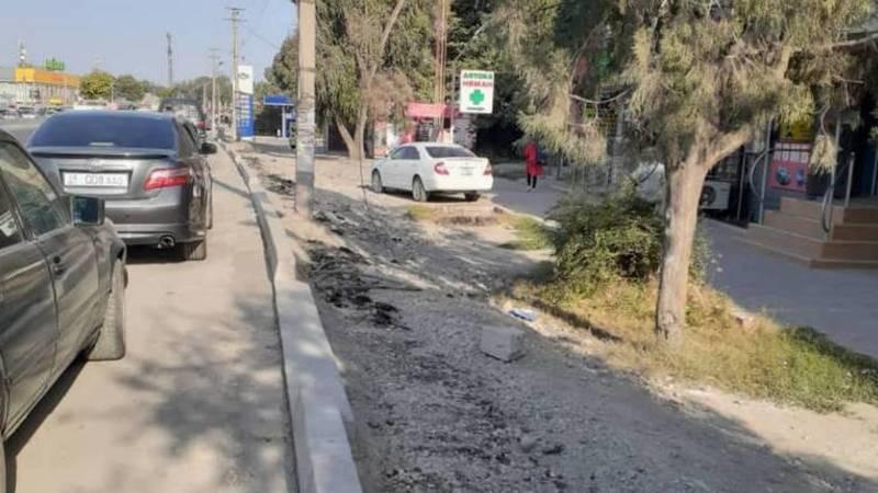 Бордюры на новой дороге в Сокулуке мешают парковаться. Фото местного жителя