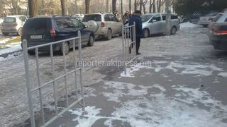 Парковка на тротуаре на пр.Чуй