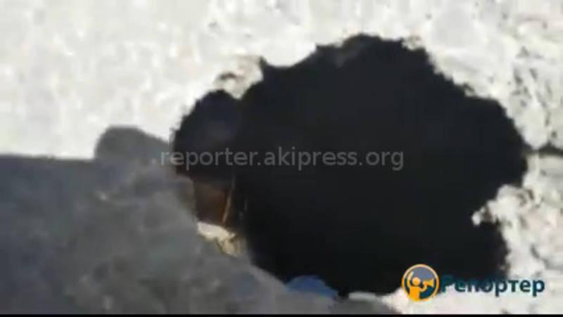 На улице Скрябина после ремонта дороги образовалась дыра (видео)