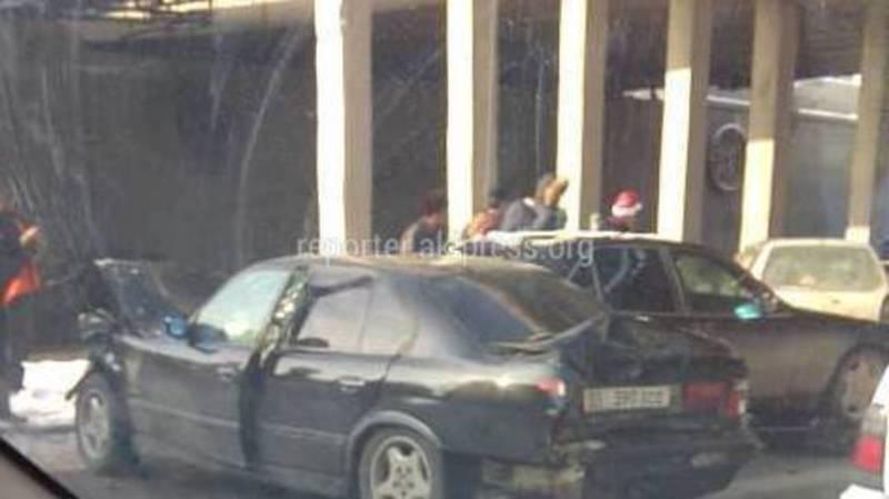 Фото, видео — Под мостом на 7 апреля произошло ДТП с участием 4 машин
