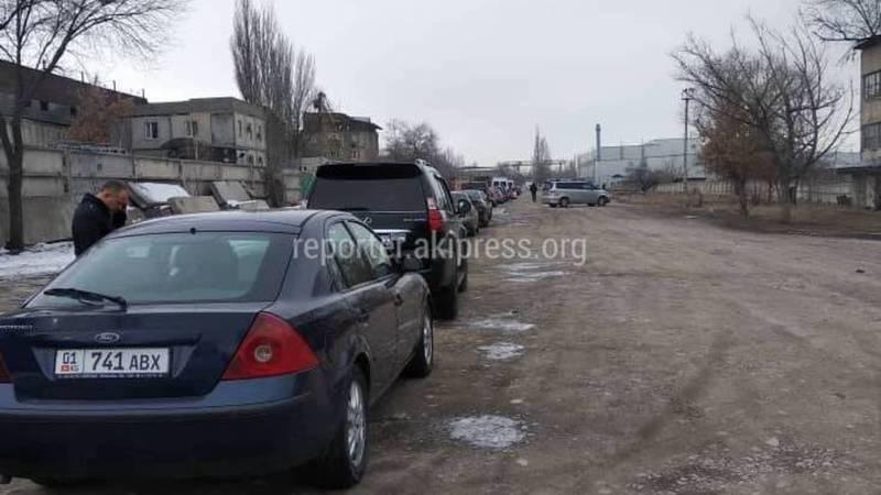 Горожанин просит ГРС решить вопрос километровых очередей при регистрации авто