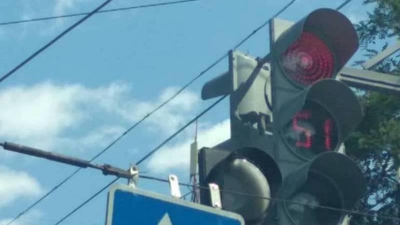 На Абдрахманова - Боконбаева из-за светофора образуется пробка (фото)