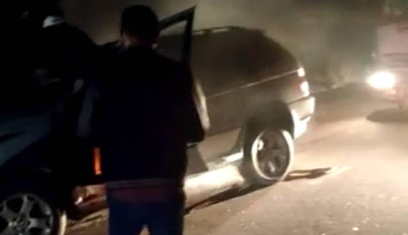 На перевале Кубакы автомобиль «БМВ Х5» врезался в припаркованный грузовик (видео)