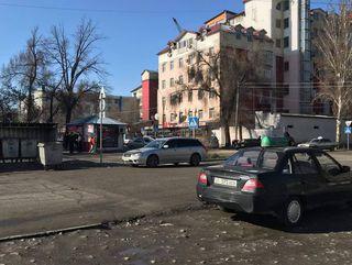 Парковка на «зебре» на Огонбаева-Гоголя