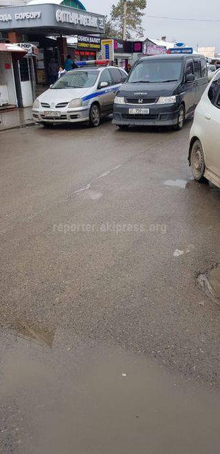 Парковка в зоне действия знака «Парковка запрещена» в Таласе