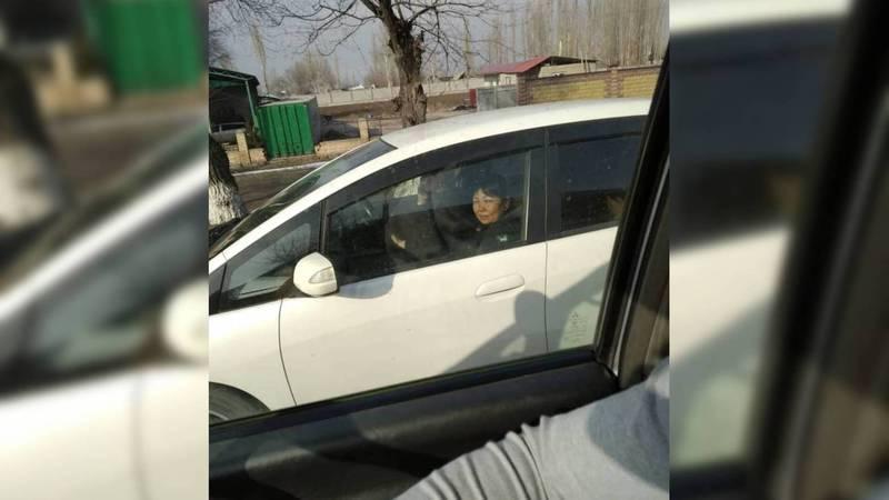 В Бишкеке замечена праворульная «Хонда», зарегистрированная как леворульная. Фото