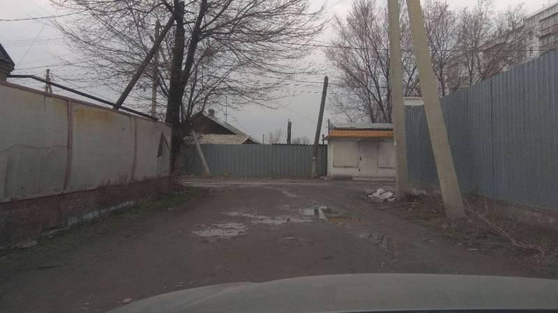 Горожанин просит отремонтировать дорогу в Уч-Терекском переулке. Фото