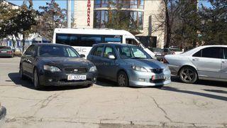 Парковка на тротуаре на участке ул.Юнусалиева