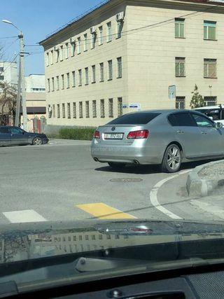 Парковка на перекрестке