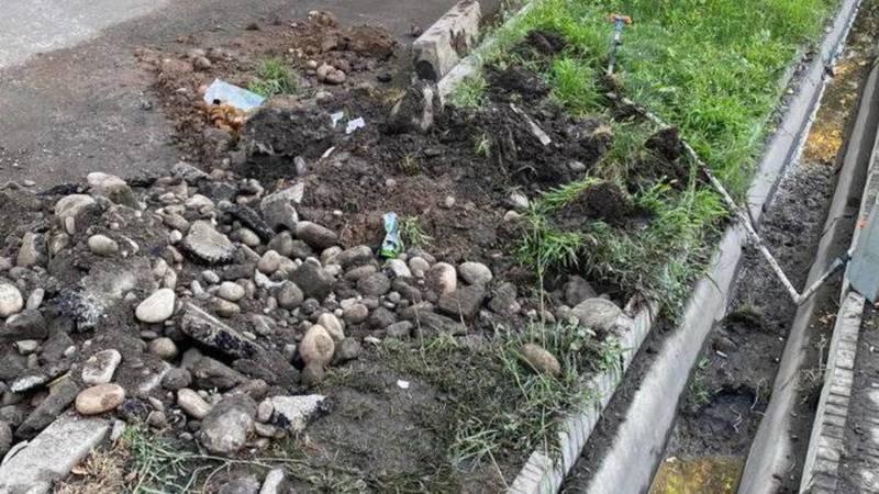 Электрики перекопали арык и не восстановили, - горожанин. Фото