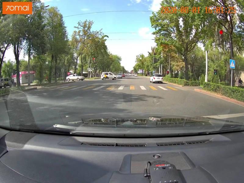 «Тойота-Ист» проехала на красный сигнал светофора на проспекте Ч.Айтматова