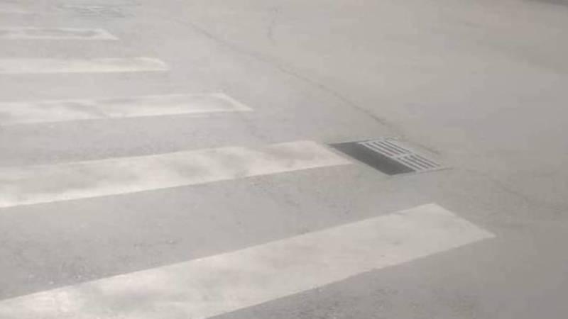 На дороге по ул.Московской сломана ливневая решетка, - очевидец
