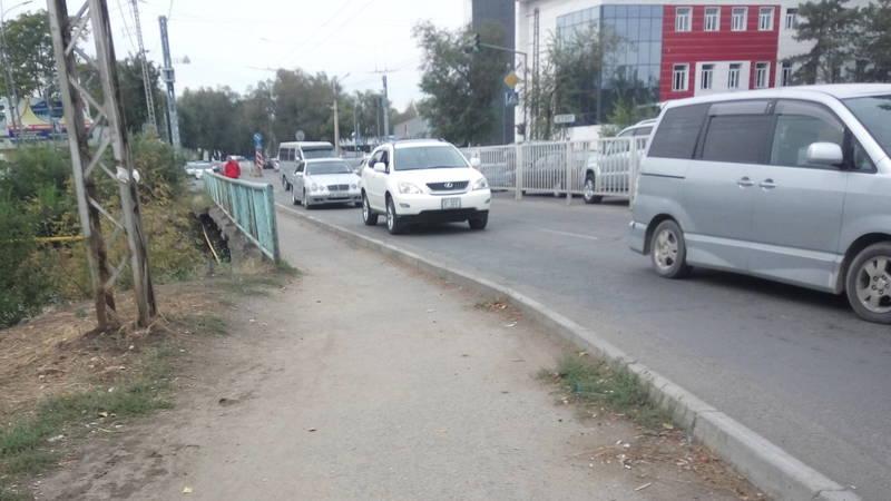 Горожанин Айдин предлагает расширить мост на ул.Льва Толстого