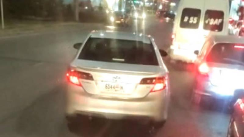 На Ахунбаева-Тыналиева водитель «Тойоты» выехал на встречную полосу. Видео