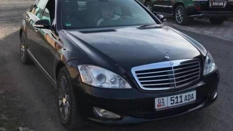 Горожанин ищет водителя «Мерседес S350», у которого 143 тыс. сомов штрафов в Carcheck