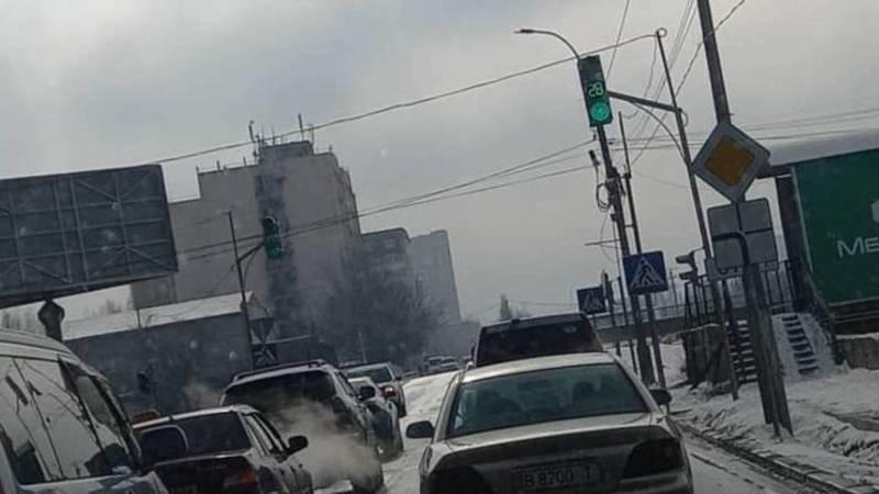 Столичный водитель просит убрать светофор на перекрестке Суеркулова-Малдыбаева