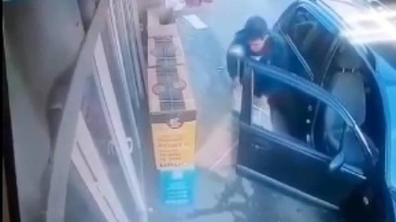 Парень на «Матизе» украл бытовую технику. Видео
