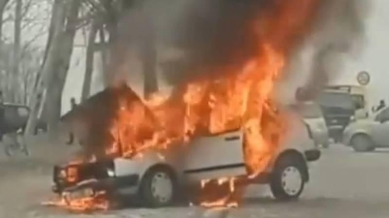 В Жалал-Абаде сгорел автомобиль. Видео