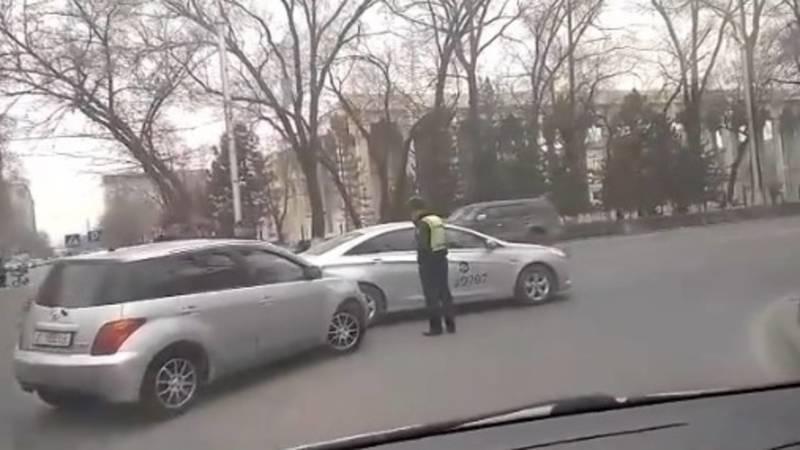 На Айтматова—Джаманбаева произошло ДТП с участием «Намба Такси»