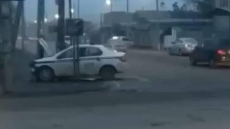 На Алматинке произошло ДТП с участием патрульной машины. Видео с места аварии