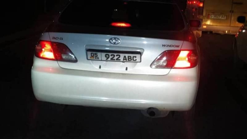 В Бишкеке замечена «Тойота Виндом», у которой 30 тыс. сомов штрафов в Carcheck