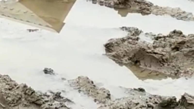 Жительница Колмо жалуется на состояние дороги. Видео