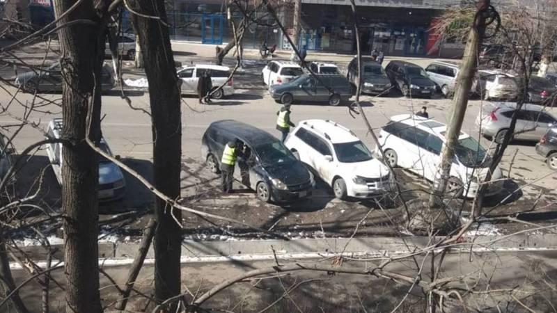 Горожанин жалуется на стихийную парковку на Лермонтова. Фото