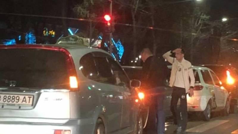 На Айтматова паровозиком столкнулись четыре машины. Видео и фото