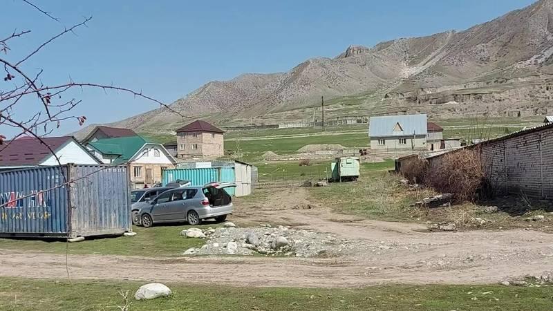 Законно ли на пастбищах села Беш-Кунгей строят дома? - местный житель