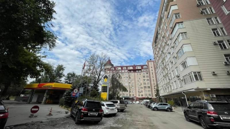 Группа жителей Бишкека просит демонтировать АЗС на Туголбай Ата